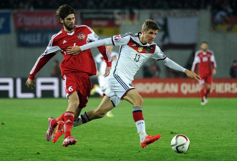^Deutschland gegen Georgien: Auch in Tiflis hat es mal wieder gemüllert. Foto: AFP