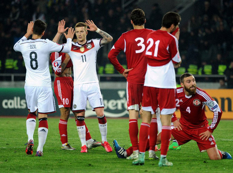 Mesut Özil wird heute gegen die USA in Köln auflaufen, Marco Reus hingegen fehlt.