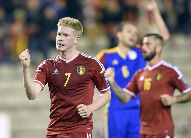 Belgium's midfielder Kevin De Bruyne (L) celebrates after scoring a penalty during the Euro 2016 qualifying round football match between Belgium and Andorra at the King Baudouin Stadium, on October 10, 2014 in Brussels. AFP PHOTO / JOHN THYS