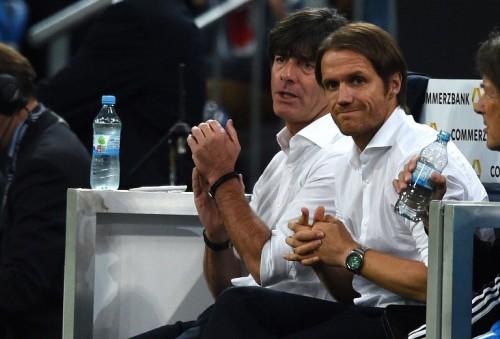 Bundestrainer Joachim Loew (L) und sein Assistenztrainer Thomas Schneider (AFP PHOTO / PATRIK STOLLARZ)