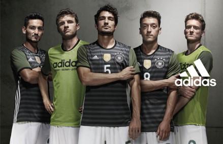 In welchem Trikot spielt Deutschland gegen die Niederlande?