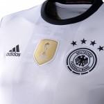 Das neue Deutschland Trikot 2016 im Detail (Foto AFP)