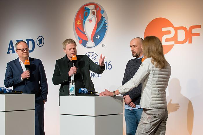 Pressekonferenz UEFA EURO 2016 - Oliver Welke, Oliver Kahn, Holger Stanislawski, Katrin Müller-Hohenstein (ZDF/Svea Pietschmann)