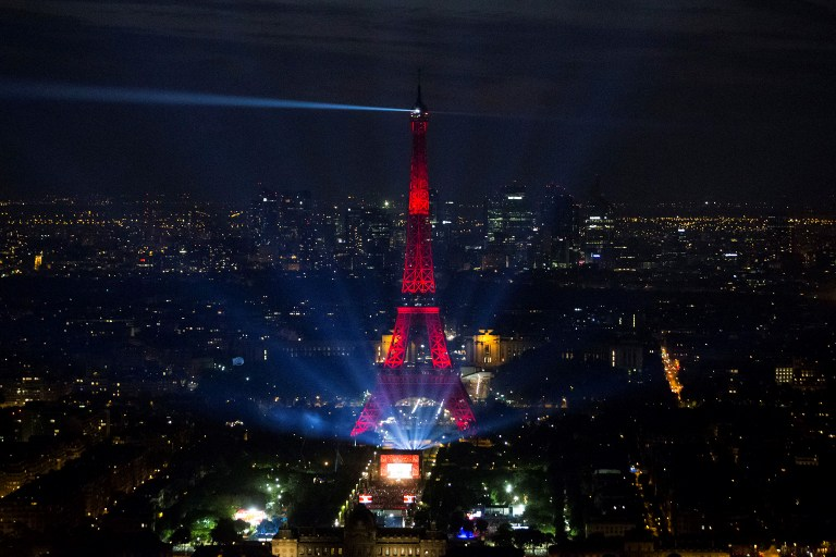A picture taken on June 9, 2016 from the Montparnasse tower shows the opening concert of the Paris fan zone on the Champs de Mars by the Eiffel Tower, in Paris, one day before the start of the Euro 2016 football championship. / AFP PHOTO / GEOFFROY VAN DER HASSELT